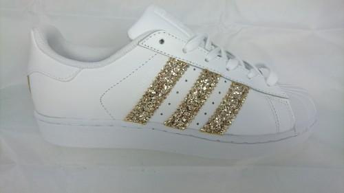 adidas-glitter-oro-limited-edition-personalizzate-borchie-milano-torino-verona-treviso-venezia-pavia-padova-rovigo-bergamo-brescia-udine-ternto-belluno-genova-ravenna-bologna-parma-modena-monza-prato-firenze-pistoia
