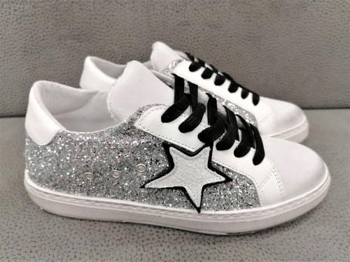 sneaker-my-shoes-donna-made-in-italy-glitter-stella-sneaker-alla-moda-limited-edition-ravenna-bologna-modena-bologna-carpi-parma-roma-vercelli-pordenone-lecco-sassuolo-ternto-udine-veneziao-murano-offerte-cisalfa-nencini-sport-awlab-footlocker-bari-avellino-benevento-aversa-napoli-taranto-lecce-palermo-taormina-agrigento-trapani-catania-noto