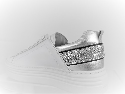 nero-giardini-donna-sneaker-e115291d-707-sassari-nuoro-cagliari-palermo-marsala-agrigento-noto-taormina-caltanissetta-trapani-enna-catania-crotone-vibo-valentina-foggia-bari-terni-perugia-taranto-aquila